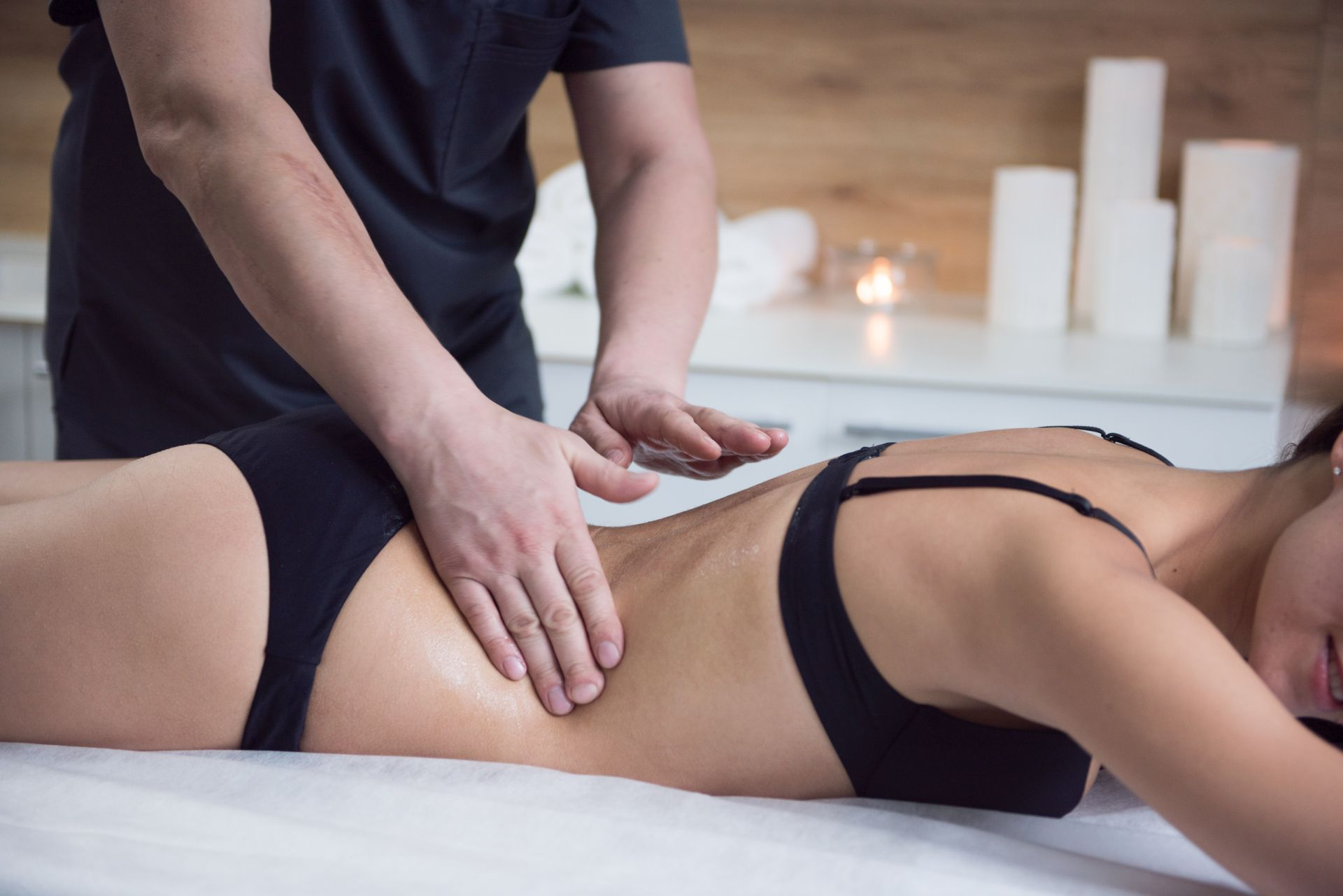 Индийский массаж спины