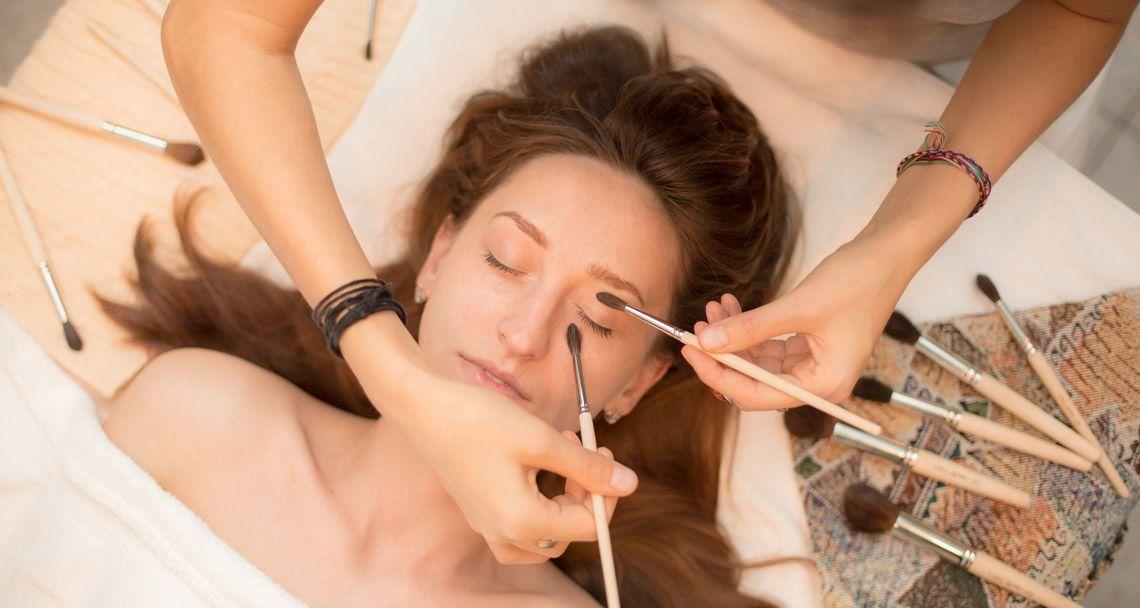 Кисточковый массаж лица
