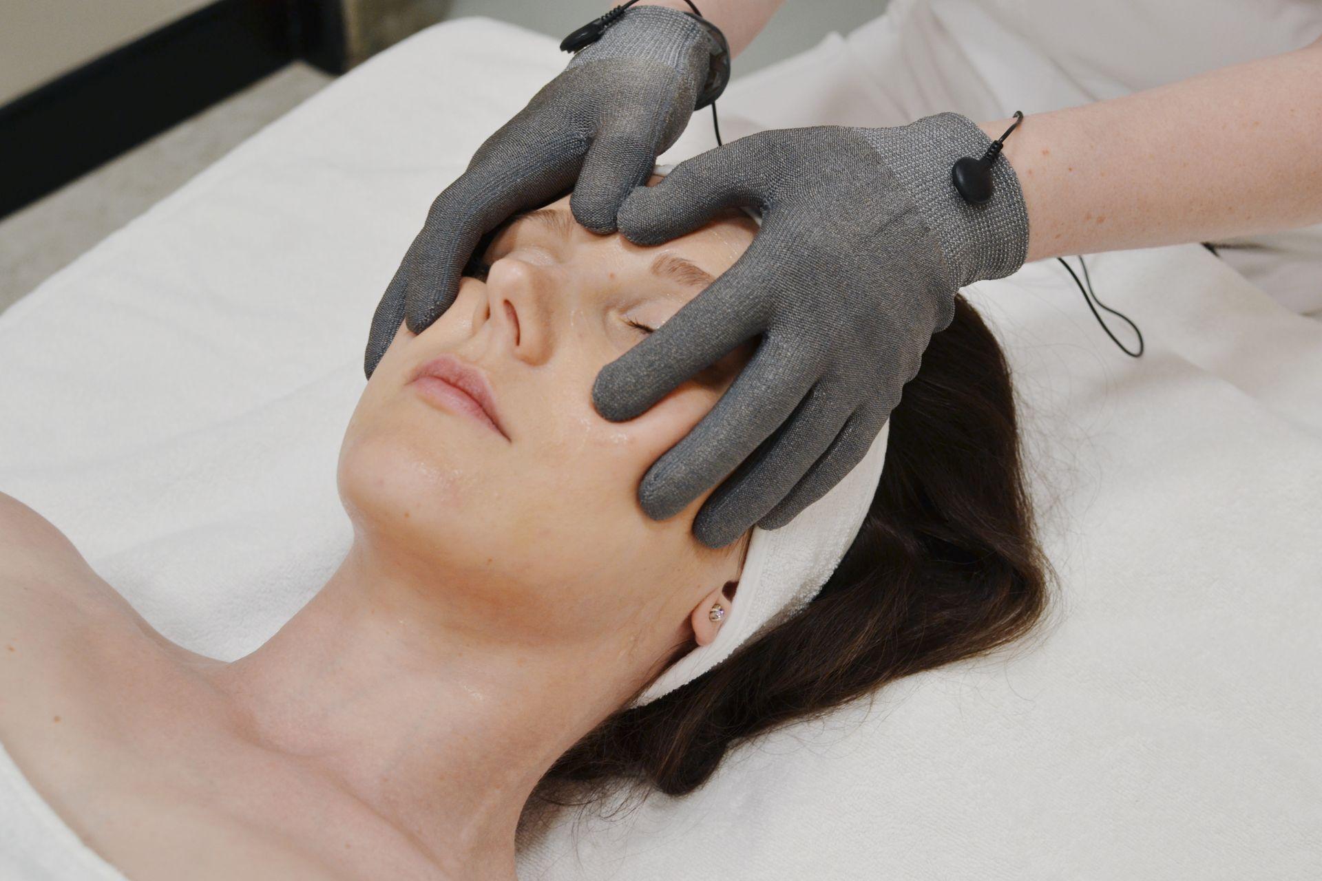 Микротоковая терапия лица и тела